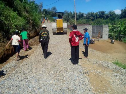 Pengaspalan Jalan Dusun Barupetak Tahun 2018